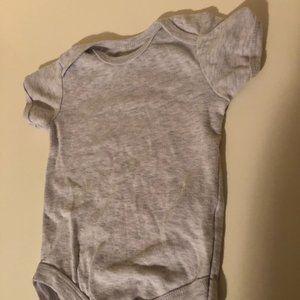 **8 For $25 ** Rene Rofe Gray Bodysuit Size 6-9m